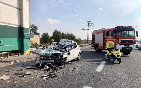 פצוע קשה וארבעה קל בתאונה בין משאית לרכב בסמוך למחלף שפירים