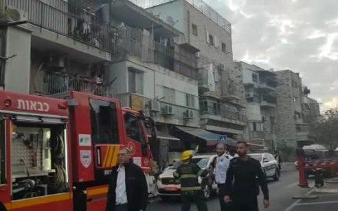 ירושלים: 6 ילדים ותינוק בני משפחה אחת נפגעו באורח קל משאיפת עשן בשריפה בבניין מגורים