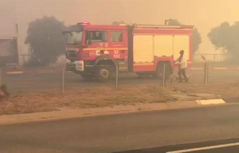 צפו: שריפת קוצים בין עין מאהל לנוף הגליל – 4 עובדי משרד הפנים נפצעו קל משאיפת עשן