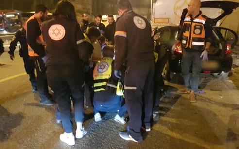 """ירושלים: שני צעירים נפצעו אנוש וקשה בתאונה בין רכב למשאית חונה – בביה""""ח נקבע מותו של הפצוע האנוש"""