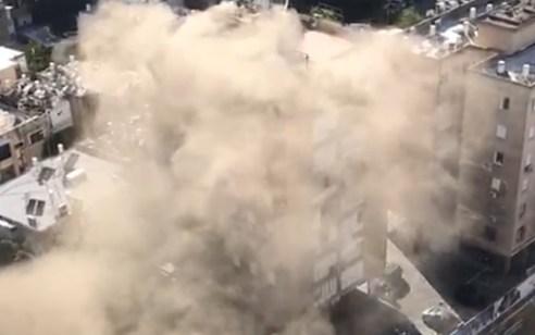 14 לכודים חולצו בשריפת מבנה בקומה 12 ברמת גן, לוחם אש ו-7 תושבים נפגעו קל