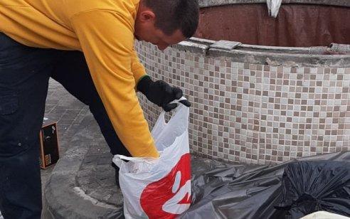 """4,000 ש""""ח במזומן הושלכו לפח מוטמן באשקלון – צוותי פינוי האשפה חילצו את הכסף"""