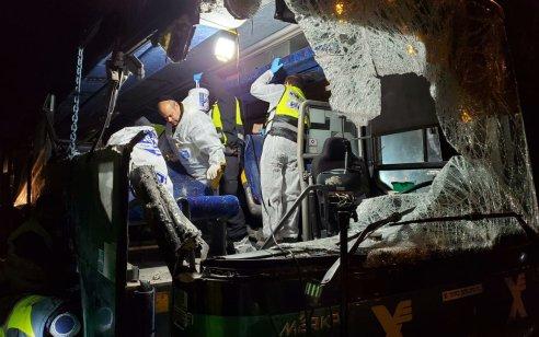 """תאונת האוטובוס ליד נתב""""ג: נהג האוטובוס שוחרר למעצר בית בתנאים מגבילים"""