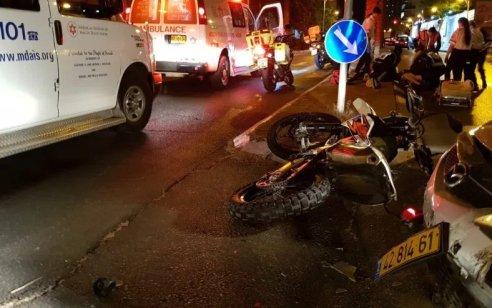 רוכב אופנוע כבן 18 החליק בתל אביב – מצבו קשה