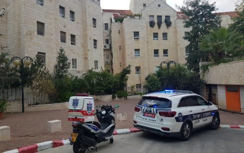 אישה כבת 50 נמצאה במצב ריקבון בביתה בירושלים