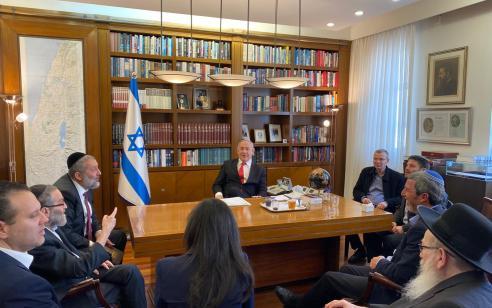 """נתניהו וראשי מפלגות הימין לאדלשטיין: """"מנע את כינוס מליאת הכנסת – למרות חוות הדעת של היועמ""""ש"""""""