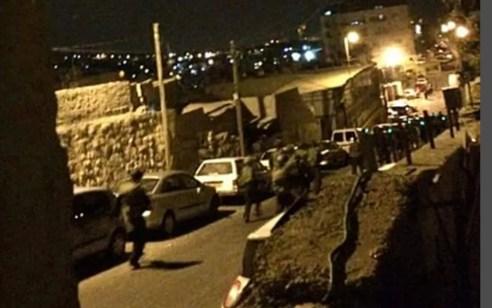 נתפסו 'על חם' 5 מחבלים שיידו אבנים לעבר רכב אבטחה בראס אל עמוד שבמזרח ירושלים