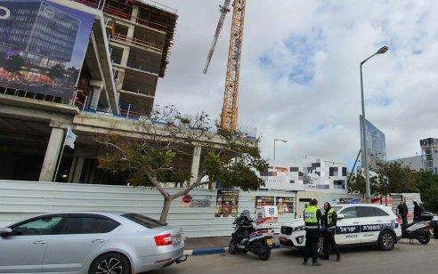 ראשון לציון: פועל בן 27 נהרג לאחר שנפל מפיגום באתר בניה