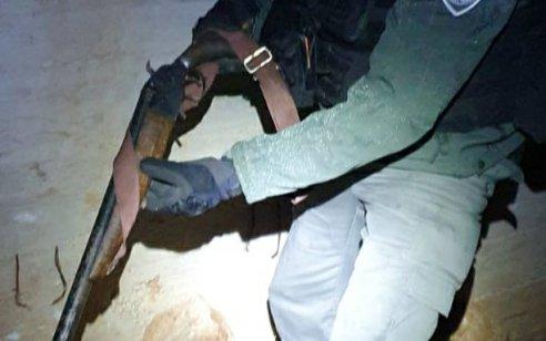נעצרו 2 מחבלים שביצעו ירי לעבר כוחות הביטחון בכפר סמוע – צפו בכלבן יחידת עוקץ מאתר את הנשק