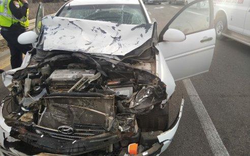 אישה בת 75 נפצעה בינוני בתאונה בין משאית לרכב סמוך לצומת מסמיה