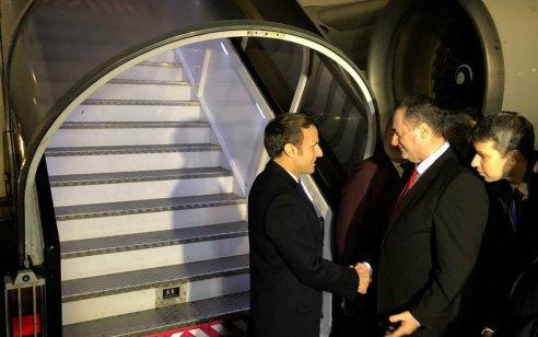 שר החוץ כ״ץ קיבל בנתב״ג את נשיא צרפת עמנואל מקרון עם הגעתו להשתתף באירועי 75 שנים לשחרור אשוויץ