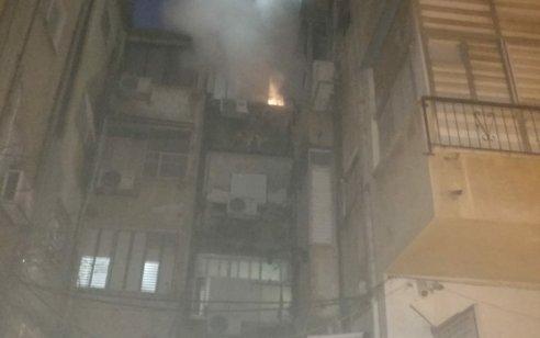 פצוע בינוני ושלושה קל בשריפה בבניין בפתח תקווה