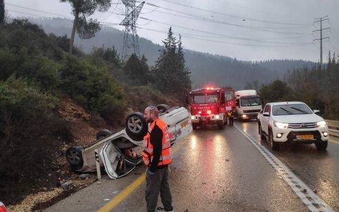 שני פצועים בינוני בהתהפכות רכב בכביש 386 סמוך לאבן ספיר
