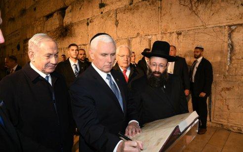 """ראש הממשלה בנימין נתניהו וסגן נשיא ארה""""ב ביקרו בכותל המערבי בירושלים"""