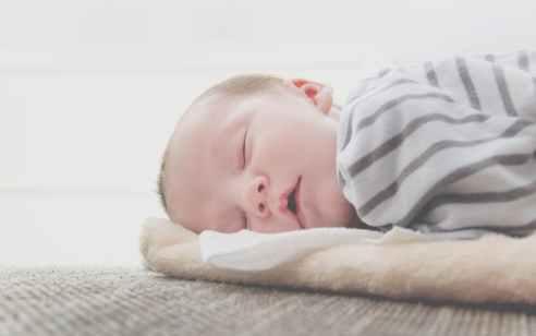 נקבע מותו של פעוט בן שנה וחצי שלא התעורר משנתו בביתו בנתניה