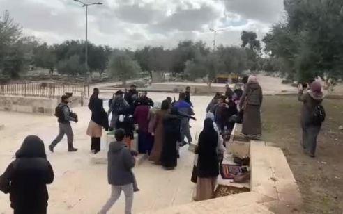 עשרות ערבים התפרעו בהר הבית – 5 חשודים נעצרו