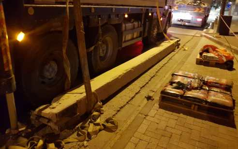 פועל בן 30 נפצע קשה מחפץ כבד שנפל עליו ממנוף באתר בנייה בתל אביב