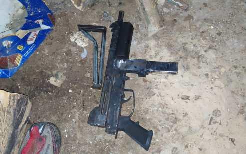 """בזמן שהערבי תושב סמוע שהה בישראל פשטו לוחמי מג""""ב על ביתו ואיתרו נשק מאולתר"""