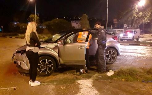 פצועה בינוני ופצוע קל בתאונה עם מעורבות שני כלי רכב בנשר