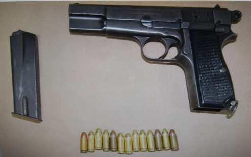 """ערבי מטייבה נעצר בחשד שהחזיק אקדח, כדורי 9 מ""""מ וסמים בחדר השינה שבביתו"""
