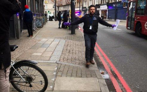 פיגוע דקירה בלונדון: 3 עוברי אורח נפצעו – המחבל חוסל