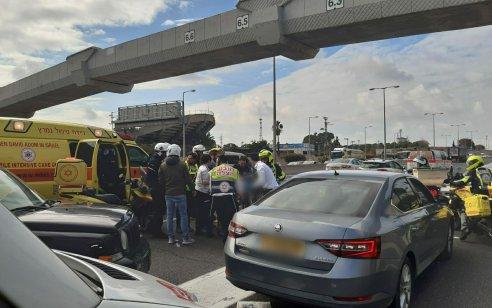 """רוכב אופנוע נפצע אנוש בתאונה בכביש 5 סמוך למחלף הכפר הירוק – בביה""""ח נקבע מותו"""