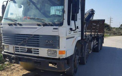 קטין בן 15 נעצר לאחר שנתפס נוהג במשאית במשקל של 34 טון השייכת לאביו ובאין רישיון למשאית שפקע בשנת 2015