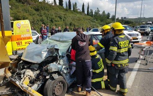 נהגת רכב כבת 30 נפצעה בינוני בתאונה עם משאית בסמוך למחלף עירון