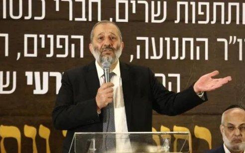 """שר הפנים דרעי: """"אחתום היום על איסור כניסה של זרים מאיטליה לישראל"""""""