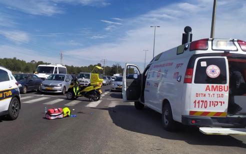 הולכת רגל בת 60 נפגעה מאופנוע בסמוך לצומת רמת פנקס – מצבה בינוני