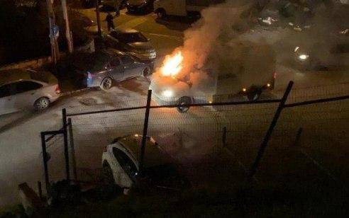 ירושלים: רכב הסעות של מאבטחים עלה באש מהשלכת בקבוק תבערה בסילוואן – אין נפגעים