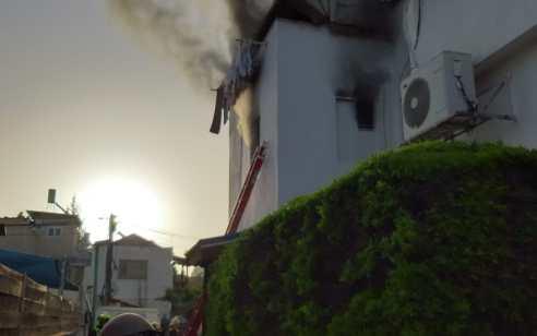 אישה בת 65 נהרגה בשריפה בדירה בפתח תקווה