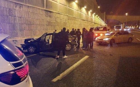 פצוע קשה בתאונה עצמית בכביש בגין בירושלים