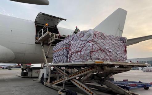 רכבת אווירת נוספת נושאת ציוד רפואי עם כ-12 מיליון מסכות בדרכה לישראל