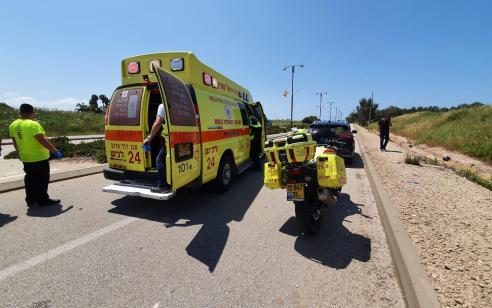יבנה: שני צעירים התנגשו עם אופנוע בעמוד – מצבם קשה