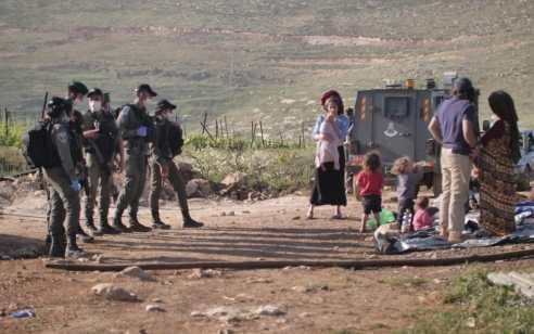 """קומי אורי: מג""""ב ומשטרה מונעים ממשפחת זארוג ותושבים לחזור לביתם"""