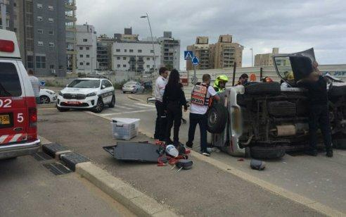 אשדוד: נהג רכב שהתהפך על צידו חולץ במצב בינוני