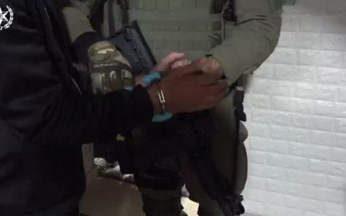 """מסתערבי מג""""ב פעלו הלילה בעיסאוויה למעצר 2 חשודים בהפרות סדר – חשוד אחד נעצר בביתו והשני הסגיר עצמו"""