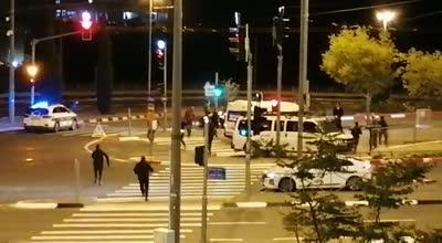 תיעוד: שוטרים ירו באוויר לאחר שרכב פרץ מחסום משטרתי בפסגת זאב בירושלים – מספר מעורבים באירוע נעצרו