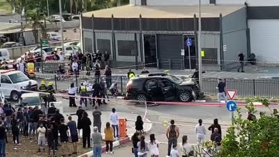 תיעוד: שני תושבי טירת הכרמל נפצעו באורח בינוני בפיצוץ רכב – המשטרה פתחה בחקירה