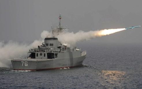דיווחים באיראן: משחתת איראנית ירתה בשוגג על ספינה אחרת – 19 חיילים נהרגו