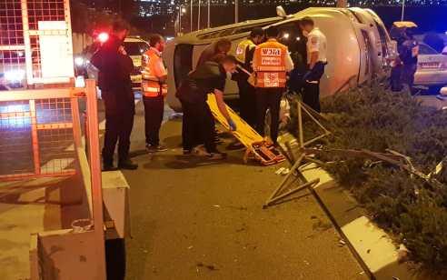 צעיר בן 24 נפצע בינוני בהתהפכות רכבו בירושלים