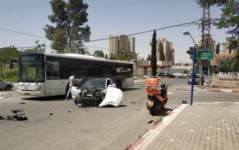 ארבעה פצועים בתאונה עם מעורבות רכב ואוטובוס בבאר שבע