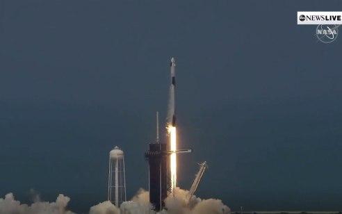 החללית הפרטית של חברת ספייס אקס עגנה בהצלחה בתחנת החלל