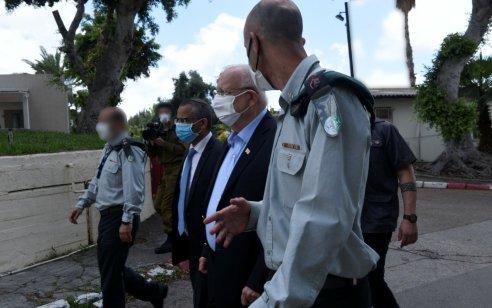 נשיא המדינה ביקר היום ביחידה הטכנולוגית של אגף המודיעין המסייעת במאבק בנגיף הקורונה