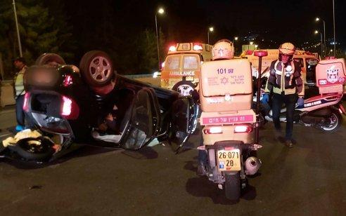 גבר בן 42 נפצע בינוני ושני נפגעים קל בתאונה בכביש 1 סמוך למחלף גינות סחרוב