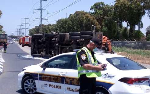 משאית ביוב התהפכה סמוך לבתי הזיקוק בחיפה – מצבו של הנהג קל