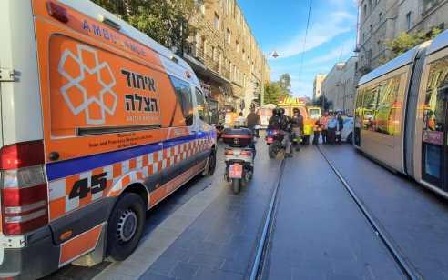 הולך רגל כבן 60 נפגע מהרכבת הקלה בירושלים – מצבו קשה