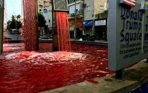 """צפו: 'כיכר טראמפ' בפתח תקווה הפכה לבריכת דם: """"סיפוח יעלה לנו בדם"""""""