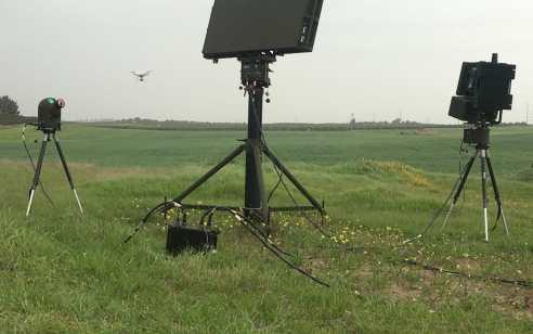 לפגוע ברחפן עם רחפן: התעשייה האווירית תשלב יכולות יירוט באמצעות רחפן במערכת אנטי רחפנים